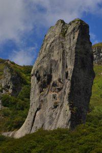 """Le Dyke de lave """"La dent de la Rancune""""<br> La Réserve Naturelle de la Vallée de Chaudefour<br> Parc Naturel Régional des Volcans d'Auvergne"""