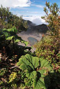 Petit lac du cratère du volcan Diego de la Haya (80m de profondeur / 1000m de diamètre)<br> Parc national du Volcán Irazú<br> Le Costa-Rica