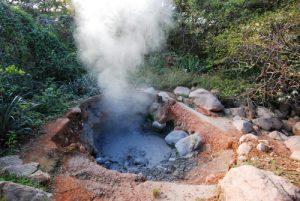"""Fumerolle du Volcancito du sentier """"Sendero cicular de las Paillas""""<br> Parc du volcan Rincon de la Vieja<br> Costa-Rica"""