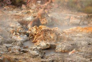"""Fumerolles Pailas de agua du sentier """"Sendero circular Las Pailas""""<br> Parc du volcan Rincon de la Vieja<br> Costa-Rica"""