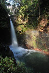 Cascade à l'entrée du parc Rincon de la Vieja<br> Parc Rincon de la Vieja<br> Costa-Rica