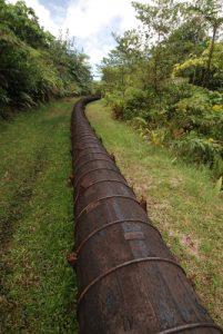 Canalisation d'eau pour production d'électricité<br> Boeri Lake<br> Île de la Dominique (Dominica)
