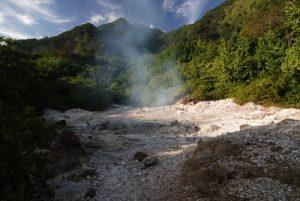 Fumées sulfureuses de Sulfur Springs<br> Village de Soufrière<br> Île de la Dominique (Dominica)