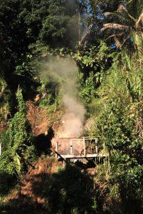 Fumerolles sulfureuses<br> Village de Wotten Waven<br> Île de la Dominique (Dominica)