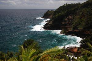 Vue sur la côte depuis le Centipède Trail<br> Carib Territory<br> Île de la Dominique (Dominica)