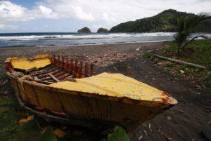 Barque colorée de pêcheur<br> Anse Quanery (Castle Bruce)<br> Île de la Dominique (Dominica)