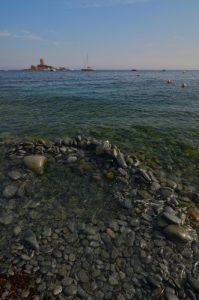 La Tour de l'Île d'Or depuis la plage de débarquement du Dramont -  Massif de l'Esterel