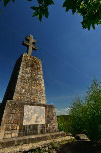 Monument en Croix de Lorraine érigé en hommage aux résistants<br> Circuit des 25 bosses<br> Forêt domaniale des Trois Pignons