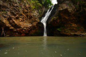 Cascade Kalinago -  Site des Roches Gravées par les indiens Caraïbes -  Basse-Terre / Guadeloupe
