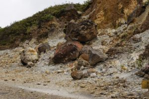 Emanation de soufre depuis les fumerolles -  La Soufrière -  Guadeloupe