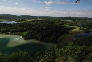Belvédère des Quatre Lacs<br> Le lac Grand Maclu<br> Parc régional du haut Jura
