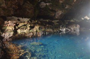 Tunnel de lave Jameos del Agua aménagé par Manrique. Île de Lanzarote (Islas Canarias).