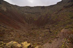 Le Cratère du volcan La Quemada de Orzola. Mirador del Rio.Île de Lanzarote (Islas Canarias).