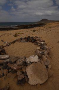 Montana Amarilla et playa Cocina. Île de Graciosa.Île de Lanzarote (Islas Canarias).