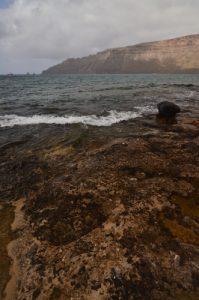 Côte à Caleta del Sebo.  Île de Graciosa. Île de Lanzarote (Islas Canarias).