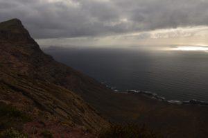 Point de vue de guinate avec vue sur la falaise Risco de Famara & l'île de Graciosa Mirador de Guinate. Île de Lanzarote (Islas Canarias).