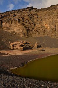 Lac vert de Cratère Charco de los Ciclos. Cratère El Golfo. Île de Lanzarote (Islas Canarias).