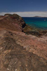 Playa Blanca depuis la pointe de Papagayo. Monumento Natural de los Ajaches. Île de Lanzarote (Islas Canarias).