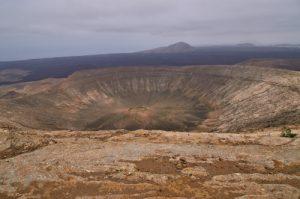 Le Cratère du volcan Caldera Blanca (1000m de diamètre, 460m).wbrW Parque nacional de los volcanes.<br> Île de Lanzarote (Islas Canarias).