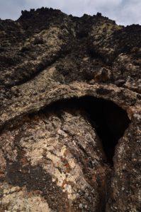 Tunnel de lave au pied du volcan Caldera Blanca.<br> Parque nacional de los volcanes.<br> Île de Lanzarote (Islas Canarias).