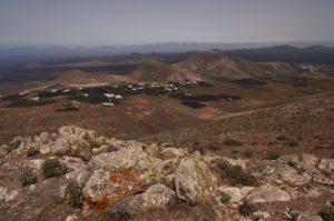 Paysage désertique de la vallée de Fenauso. Île de Lanzarote (Islas Canarias).