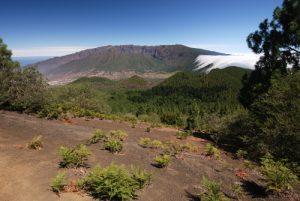 Vue sur la Caldera de Taburiete de Cumbre Nueva depuis le Pico Birigoyo<br> La Route des Volcans<br> Île de La Palma (Canarias)