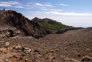 Cratère del Hoyo Negro sur la route des volcans de Cumbre vieja<br> La Route des Volcans<br> Île de La Palma (Canarias)