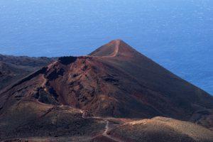Volcan Teneguia depuis le Volcan San-Antonio<br> Los Canarios / Fuencaliente<br> Île de La Palma (Canarias)