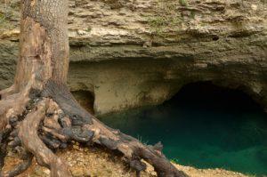 La Résurgence de Fontaine de Vaucluse<br>Parc Naturel Régional du Lubéron