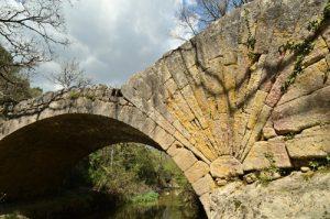 Le Pont à Coquille sur l'Aiguebrun<br> Parc Naturel Régional du Lubéron