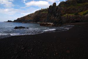 Plage de cendre noire de Laje près de Seixal Côte nord Île de Madère