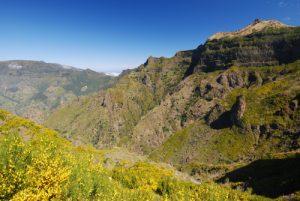 Sentier de Boca Di Corrida à Pico Grande Île de Madère
