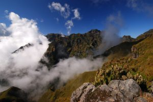 Paysages le long du sentier de Achada do Teixeira à Pico Ruivo Île de Madère