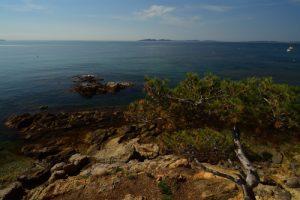 La Pointe de l'Argentière et l'île de Porquerolles<br> Le Massif des Maures