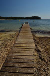 La plage de Léoube<br> Le Massif des Maures