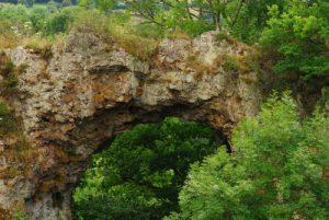 La roche percée à Pierre Parthuis<br> Parc Naturel Régional du Morvan