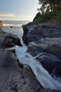 Cascade de la Rivière Langevin qui se jette dans la mer<br> La Pointe Langevin<br> Île de la Réunion