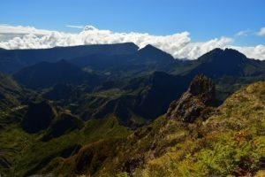 Vue sur le Cirque de Mafate Nord, la Roche Ecrite, le Cimendef et le Gors-Morne<br> Point de vue du Maïdo<br> Parc National de la Réunion