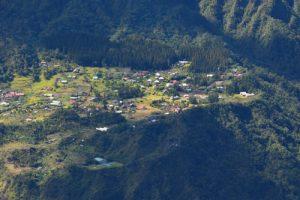 Le village de La Nouvelle depuis le point de vue du Maïdo<br> Parc National de la Réunion