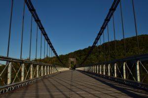 L'ancien pont suspendu de la Rivière de l'Est long de 150m.<br> Île de la Réunion