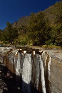 La Cascade des 3 Roches où la Rivière des Galets se jette dans un gouffre depuis une dalle de basalte.<br> Le Cirque de Mafate<br> Parc National de la Réunion