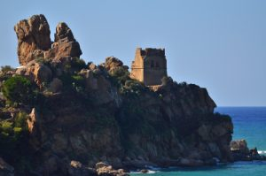 Tour normande près de Cefalù<br> Île de La Sicile