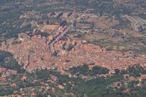 Point de vue sur le village de Castelbuono depuis le C.zo Luminario<br> Parco Naturale Regionale delle Madonie<br> Île de La Sicile