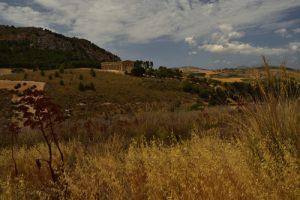 Le temple dorique de Ségeste (ou temple de Hera) en calcaire local du mont Bàrbaro<br> Site archéologique de Ségesta<br> Île de La Sicile