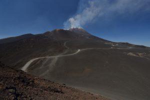 Les cratères sommitaux de l'Etna depuis le cratère de Piano Del Lago<br> Parco Dell'Etna<br> Île de La Sicile