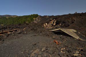 Ancien gîte recouvert par les coulées de lave et les cônes de l'éruption de 2012 à Piano Provenza<br> Parco Dell'Etna<br> Île de La Sicile