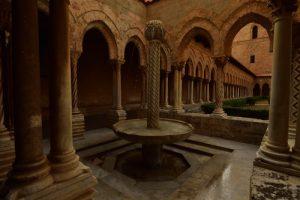 Cloître arabo-normand byzantin de la Cathédrale Santa Maria Nuova de Monreale<br> Île de La Sicile