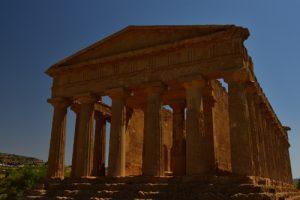 "Le Temple grec ""Tempio della Concordia"" de la cité d'Akragas<br> La vallée des temples (Valle dei Templi)<br> Île de La Sicile"