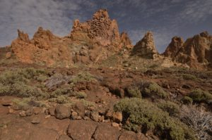 Formes anthropomorphes résultat de l'érosion de vieilles cheminées et coulées de lave de Los Roques de Garcia<br> Parc national du Teide<br> Île de Tenerife (Islas Canarias)