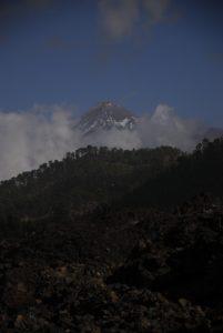 Vue sur le volcan Teide (3718m) depuis le sentier du Tour du Chinyuero<br> Parc national du Teide<br> Île de Tenerife (Islas Canarias)